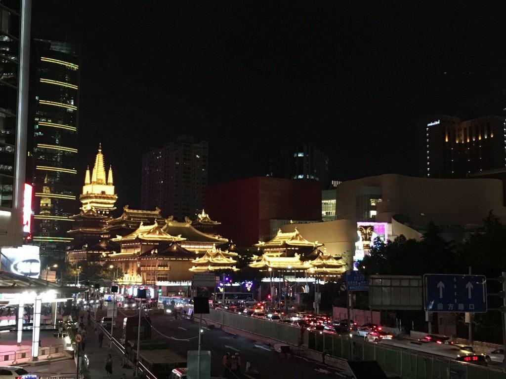 夜晚的上海靜安寺